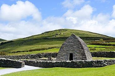 Gallarus Oratory, stone church, 6th to 8th Century, Dingle Penisula, County Kerry, Ireland, Europe