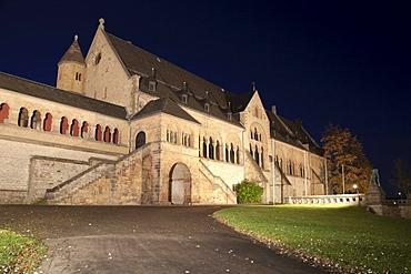 Kaiserpfalz palace, twilight, Goslar, a UNESCO World Heritage site, Harz, Lower Saxony, Germany, Europe