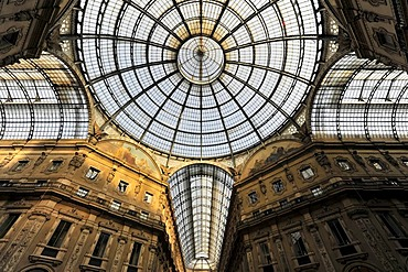 Galleria Vittorio Emanuele II, glass dome seen from the arcade, first indoor shopping mall in the world by the architect Giuseppe Mengoni, 1872, Milan, Milano, Lombardy, Italy, Europe, PublicGround