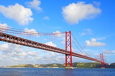 Ponte 25 de Abril, 25th of April Bridge, Tagus or Tejo River, Lisboa, Lisbon, Portugal, Europe