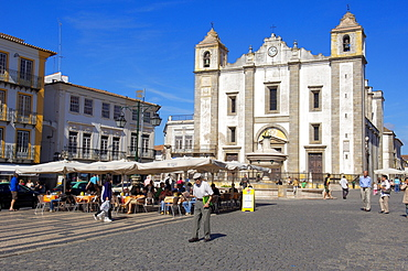 Church of Santo Antao in Praca do Giraldo, evora, UNESCO World Heritage Site, Alentejo, Portugal, Europe