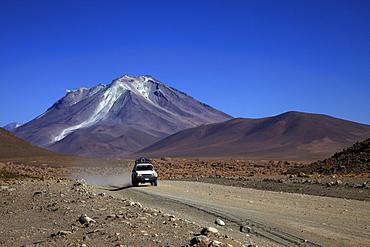 Dirt track, Altiplano, Ollague volcano, 5869 m, southern Bolivia, South America