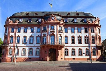 Osteiner Hof, Court of Ostein mansion, on Schillerplatz square, Mainz, Rhineland-Palatinate, Germany, Europe
