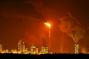 A chemical plant in Leipzig at night, Saxony, Germany, Europe