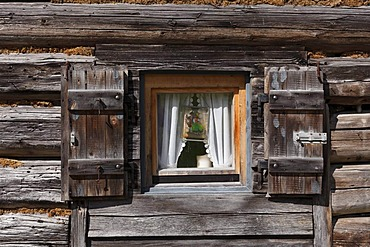 Log cabin on the Grabenalm alp, also known as Graben-Alm, Jachenau, Isarwinkel region, Upper Bavaria, Bavaria, Germany, Europe, PublicGround
