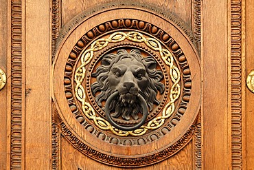 Lion's head as a door knocker, 1811, on the door of the Federal Ministry of the Interior, Herrengasse 7, Vienna, Austria, Europe