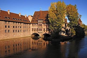 Heilig-Geist-Spital building on the Pegnitz River, built 1332 - 1339, looking like this since 1489, Spitalgasse street 16, Nuremberg, Middle Franconia, Bavaria, Germany, Europe