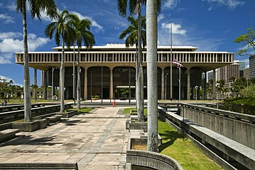 Hawaii State Capitol, the building houses the Hawaii State Legislature, Senate and House of Representatives, and the offices of the governor and lieutenant-governor of Hawaii, Honolulu, Hawai'i, USA
