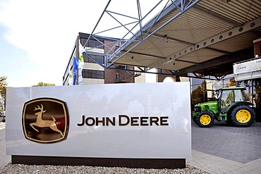 Logo outside the European headquarters of the American agricultural machinery manufacturer John Deere, Deere & Company, Mannheim, Baden-Wuerttemberg, Germany, Europe