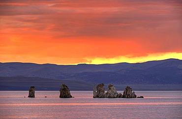 Spectacular sunset, tufa rock formations, South Tufa Area, Mono Lake, a saline lake, Mono Basin and Range region, Sierra Nevada, California, United States of America, USA