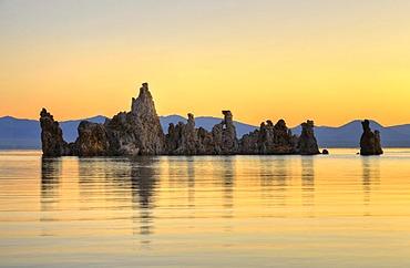 Parachute Tufa, dawn, sunrise, tufa rock formations, South Tufa Area, Mono Lake, a saline lake, Mono Basin and Range region, Sierra Nevada, California, United States of America, USA