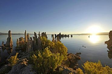 Dawn, sunrise, tufa rock formations, South Tufa Area, Mono Lake, a saline lake, Mono Basin and Range region, Sierra Nevada, California, United States of America, USA