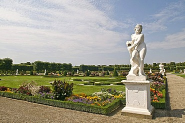 Herrenhausen Gardens, Baroque gardens, established on behalf of Princess Sophie from 1696 to 1714, with Baroque sculptures, Hannover, Lower Saxony, Germany, Europe