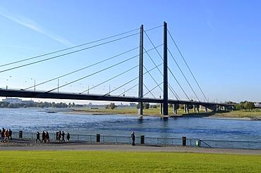 Rheinuferpromenade, Rhine promenade, ramblers on the Rhine, Rheinkniebruecke bridge, Duesseldorf, Rhineland, North Rhine-Westphalia, Germany, Europe