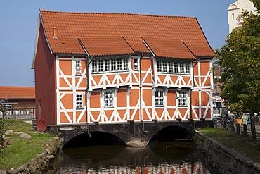 """Half-timbered house """"Gewoelbe"""" on the Frische Grube brook, Wismar, Mecklenburg-Western Pomerania, Germany, Europe, PublicGround"""