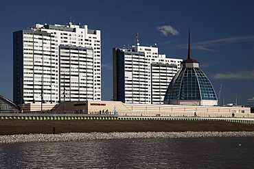 Modern architecture on the banks of the Weser River, Columbus Center, Mediterraneo shopping mall, Havenwelten, Bremerhaven, Weser River, North Sea, Lower Saxony, Germany, Europe
