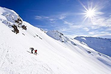Ski tourers climbing Mt Hoertlahner or Punta Lavina above Durnholz, Sarntal valley or Sarentino, Mt Cima di San Giacomo in the back, South Tyrol, Italy, Europe
