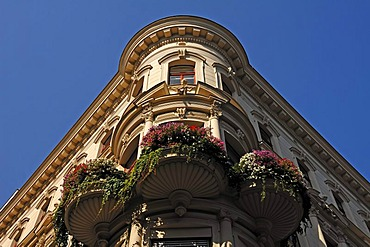 Bay window of a neo-baroque building, 19th Century, with flowers on balcony, Argentinierstrasse, Vienna, Austria, Europe