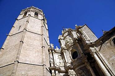 Bell tower of Miguelete and the Puerta de los Hierros, Cathedral, Valencia, Spain, Europe
