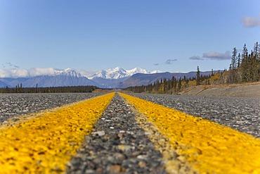Alaska Highway towards Haines Junction, St. Elias Mountains, Kluane Range behind, Kluane National Park and Reserve, Yukon Territory, Canada