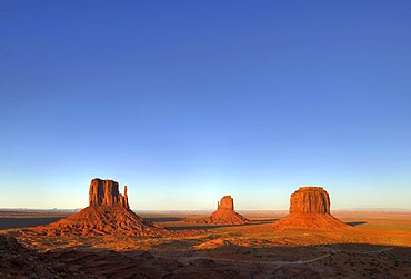 Mesas, West Mitten Butte, East Mitten Butte, Merrick Butte, Scenic Drive, dusk, Monument Valley, Navajo Tribal Park, Navajo Nation Reservation, Arizona, Utah, United States of America, USA