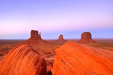 Last light on mesas, West Mitten Butte, East Mitten Butte, Merrick Butte, Scenic Drive, dusk, Monument Valley, Navajo Tribal Park, Navajo Nation Reservation, Arizona, Utah, United States of America, USA