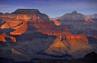 View of Vishnu Temple at sunset from Yavapai Point, Desert Palisades, Wotan's Throne, Comanche Point, evening light, Grand Canyon National Park, South Rim, Arizona, USA