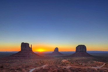 Sunrise, mesas, West Mitten Butte, East Mitten Butte, Merrick Butte, Scenic Drive, Monument Valley, Navajo Tribal Park, Navajo Nation Reservation, Arizona, Utah, USA
