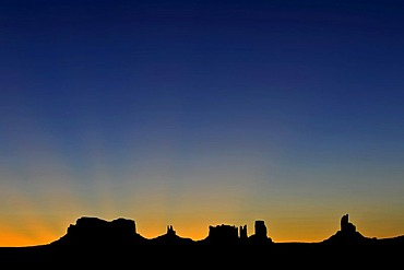 Sunrise, dawn, mesas, Brigham's Tomb, King on His Throne, Stagecoach, Bear and Rabbit, Castle Butte, Big Indian, Monument Valley, Navajo Tribal Park, Navajo Nation Reservation, Arizona, Utah, United States of America, USA