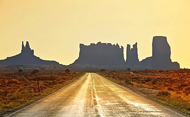Highway 163, sunrise, dawn, mesas, King on His Throne, Stagecoach, Bear and Rabbit, Castle Butte, Monument Valley, Navajo Tribal Park, Navajo Nation Reservation, Arizona, Utah, United States of America, USA