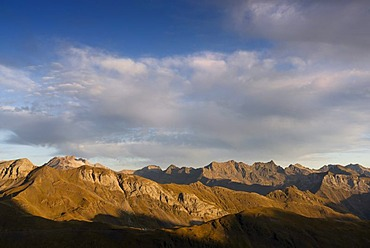 Vignemale massif with Glaciar de Ossue glacier and Mt Pique-Longue, 3298m, border ridge between the Spanish province Huesca in the northern Aragon region and the French department of Hautes-Pyrenees, France, Europe, PublicGround