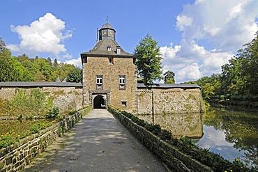 Wasserschloss Crottdorf moated castle, bridge, Friesenhagen, Wildenburger Land, Westerwald region, Rhineland-Palatinate, Germany, Europe