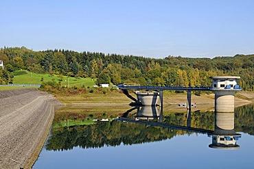Water collection tower, Grosse Dhuenntalsperre dam, drinking water reservoir, Wermelskirchen, Remscheid, Bergisch Land region, North Rhine-Westphalia, Germany, Europe