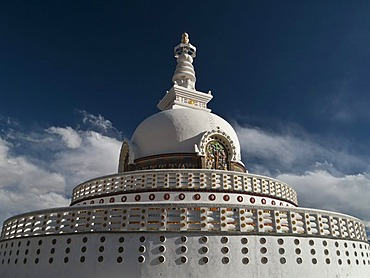 Shanti Stupa in Leh, a Japanese gift to Ladakh to commemorate 2500 years of Buddhism and to promote World Peace, Leh, Jammu and Kashmir, India, Asia