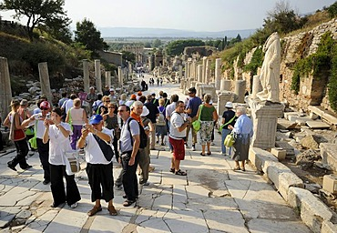 Tourists in Ephesus, Efes, UNESCO World Heritage Site, view from the Curetes Street to the Library of Celsus at back, Selcuk, Lycia, Southwest Turkey, west coast, Western Turkey, Turkey, Asia Minor, Asia