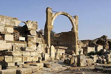 Excavations at Ephesus, Efes, Pollio building, tomb, after 13 AD, Pollio fountain or fountain of Domitian, converted Nymphaeum of Pollio, 93 AD, UNESCO World Heritage Site, Selcuk, Lycia, Southwest Turkey, West Coast, Western Turkey, Turkey, Asia Minor