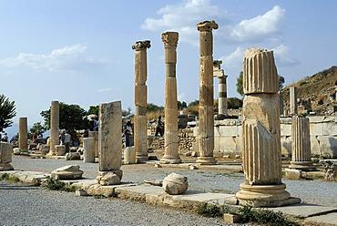 Excavations at Ephesus, Efes, portico of the Roman basilica, Selcuk, Lycia, Southwest Turkey, West Coast, Western Turkey, Turkey, Asia Minor