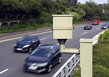 Radar controlled speed monitoring with a speed camera, on the Autobahn A40 motorway, Ruhrschnellweg, in a 100 kilometers per hour speed-limit zone, Essen, North Rhine-Westphalia, Germany, Europe