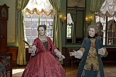 Male and female mannequins dressed in Rococo style, in a salon, 18th Century, Kasteel Hoensbroek, Limburg, The Netherlands, Europe