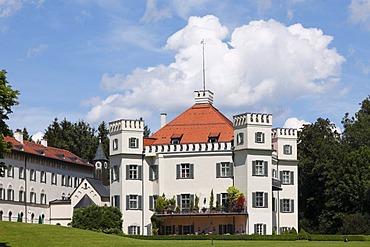 Schloss Possenhofen Castle, Poecking, Fuenfseenland area, Upper Bavaria, Bavaria, Germany, Europe, PublicGround