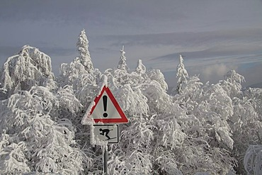 Snow-covered warning sign on Mt Schauinsland, Black Forest, Freiburg district, Baden-Wuerttemberg, Germany, Europe