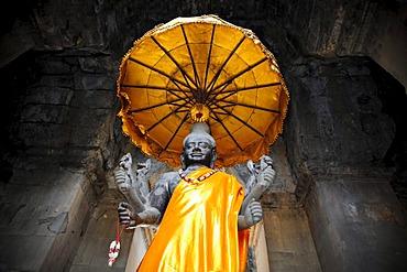 Vishnu, a Hindu god, stone sculpture, altar in the temple complex of Angkor Wat, Siem Reap, Cambodia, Asia