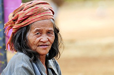 Old woman wearing a head scarf, portrait, Bolaven Plateau, southern Laos, Southeast Asia, Asia