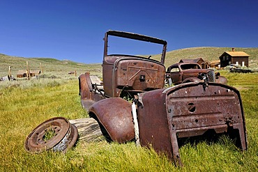 Rusty cars, at the rear, a 1937 Chevrolet Chevy, ghost town of Bodie, a former gold mining town, Bodie State Historic Park, California, United States of America, USA