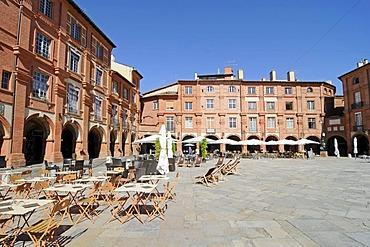 Street cafe, Place Nationale square, Montauban, Departement Tarn-et-Garonne, Midi-Pyrenees, France, Europe