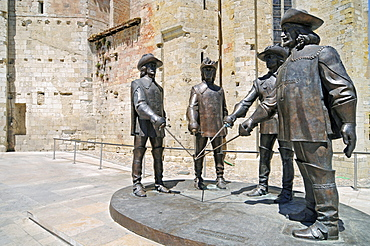 The Four Musketeers, sculpture group, Cathedral of Saint Pierre or Condom Cathedral, Via Podiensis or Chemin de St-Jacques or French Way of St. James, Condom community, Gers, Midi-Pyrenees, France, Europe