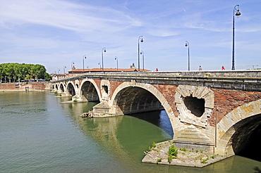 Pont Neuf bridge, river Garonne, Toulouse, Departement Haute-Garonne, Midi-Pyrenees, France, Europe
