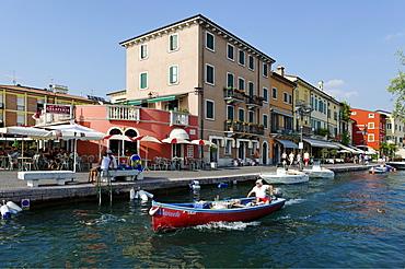 Lakeside promenade in Lazise on Lake Garda, Lago di Garda, Veneto region, Italy, Europe