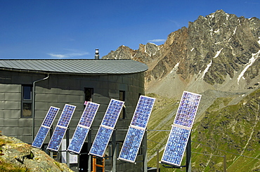 The futuristic Velan Hut, Cabane du Velan, of the Swiss Alpine Club, SAC, with its six solar panels in front of the summit of Grande Aiguille des Maisons Blanche, Valais, Switzerland, Europe