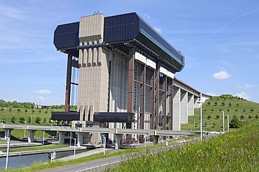 Boat lift of Strepy-Thieu, Canal du Centre, UNESCO World Heritage Site, Province Hainaut, Wallonia or Walloon Region, Belgium, Europe